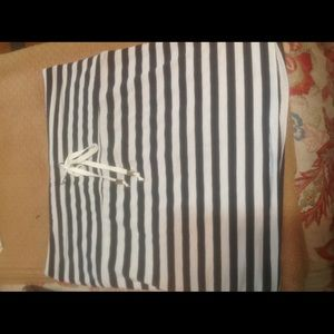 Dresses & Skirts - NWT skirt size small